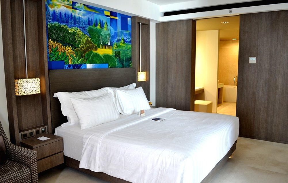 interior-contractor-executive-suite-room