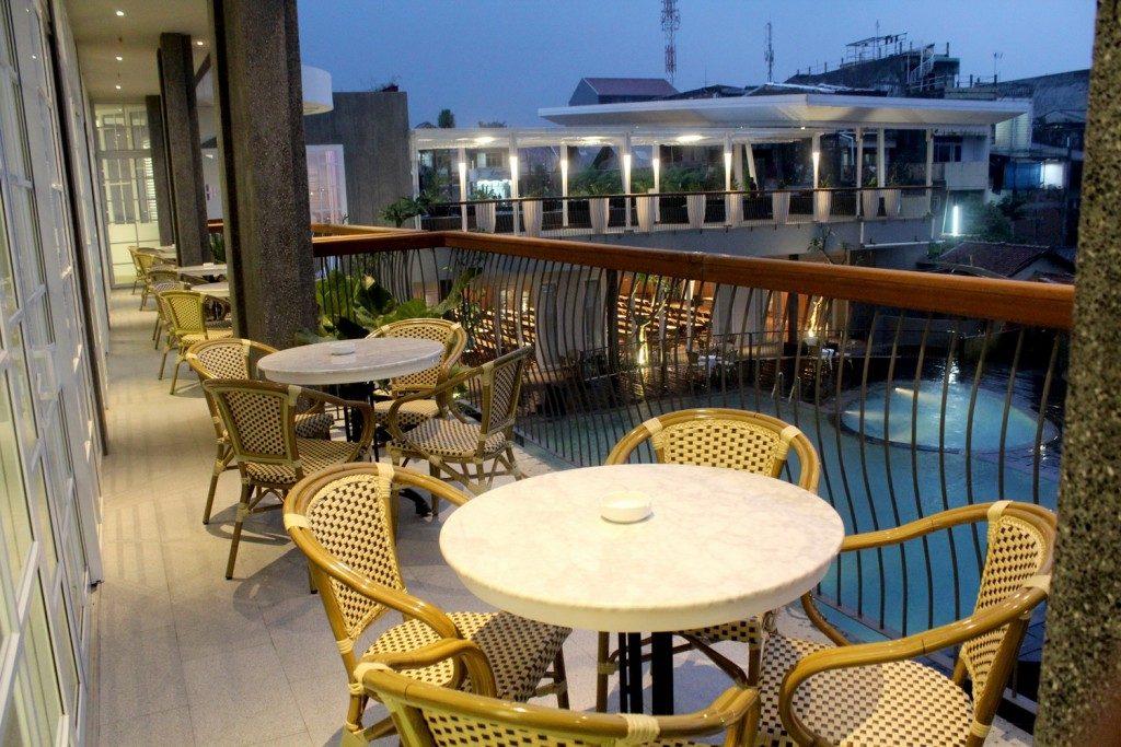 interior-contractor-the-1o1-bogor-suryakancana-djoeragan-resto-balcony-1024x683-074326_bogor1013